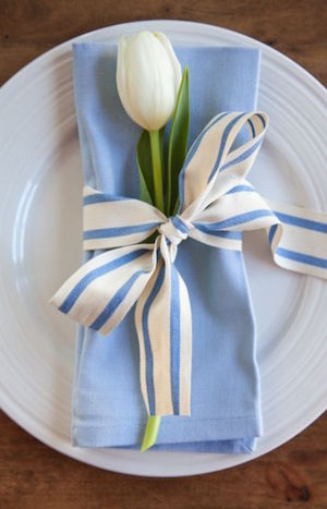 plate setting with napkin and tulip